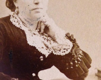 Victorian lady with handkerchief. CDV original 1870.