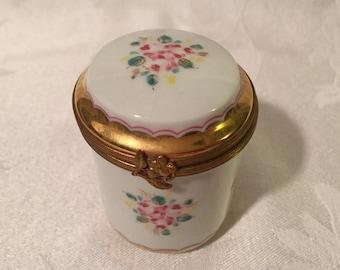 Reduced Price Limoges hinged porcelain trinket box, fini main