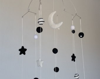 Baby Mobile : Newborn Black and White mobile