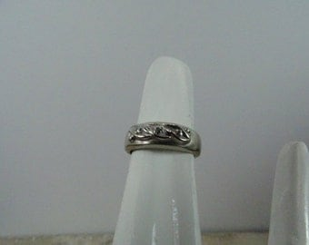 Estate 14k White Gold Ring with Diamond Accents size 5.5
