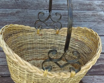 Vintage Wicker Basket Metal Handle Woven Gathering Basket Shabby Chic Country Kitchen Easter decoration