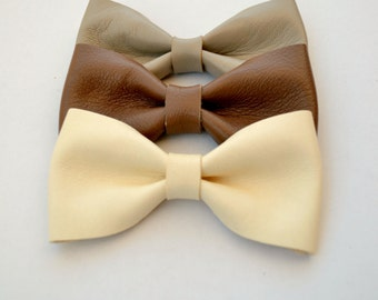 Off white leather hair bow / Beige leather hair bow / Light beige bow clip / Hair accessories for children / Genuine leather