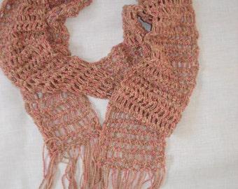 speelse sjaal in aarde tinten.