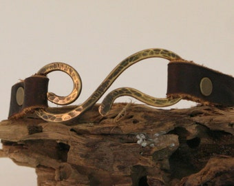Hammered brass bracelet with bison leather