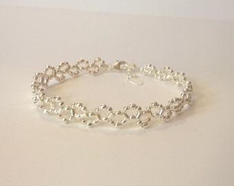 Bracelet tissé façon dentelle, petites perles en argent 925 sur cordon de soie polyester, cadeau pour elle, fête des mères, anniversaire.