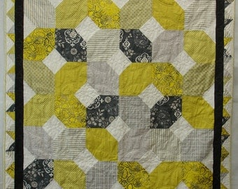 Modern quilt grey and yellow