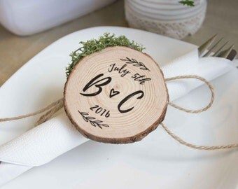 Custom personalized Wedding Favors / place settings - Wood Slice with calligraphy initials & wedding date - with moss option. Rustic event.