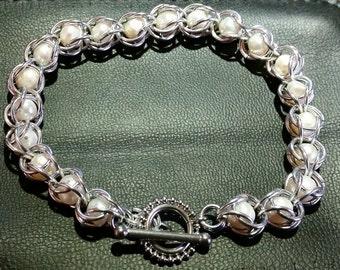 Captured Pearl Bracelet