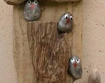 Birdies in a tree trunk!