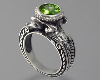 CARYATID Sterling Silver Ring with Peridot