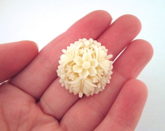 30mm flower resin cabochons, ivory color reproduction of vintage cabochons