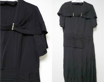 """1920s black pleated dress . fits a large to extra large . bust 44"""""""