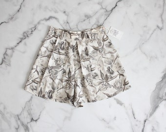 floral tap shorts / pleated shorts / high waist shorts