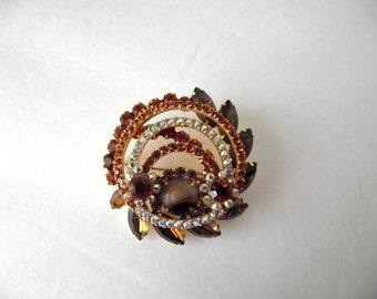 Juliana Vintage Rhinestone Brooch Amber Aurora Borealis Art Glass Gold Tone Circle LARGE Unsigned