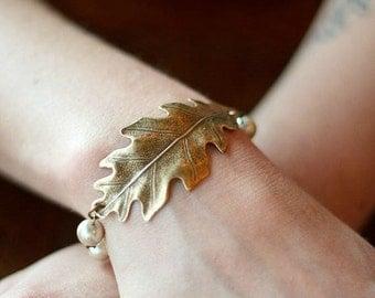 Brass oak leaf bracelet, glass pearls, vintage style - toggle clasp