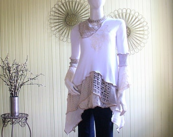 Size Small ( 6-8) Knit Tunic/Off White/Ecru/Front Applique/ Knit and Lace Top