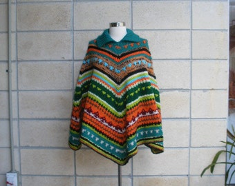 70s boho yarn poncho, multicolored diagonal striped cape poncho. Delicious earthy colors, heavy knit, warm weather poncho. Size S-L.