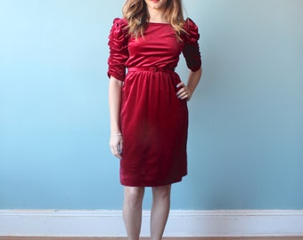 burgundy velvet dress / belted lush velvet holiday dress / 1980s / small