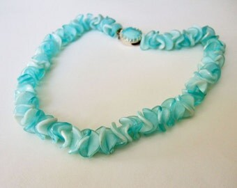 Vintage 1960s Swirly Blue Necklace - Wavy Atomic Plastic Lucite Bead necklace