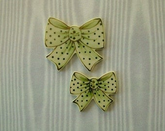 Green Bow Buttons set of 2