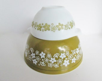 Pyrex Spring Blossom 403 Mixing Bowl, Small 441 Cinderella Bowl, Green and White Batter Baking Crazy Daisy Nesting Milk Glass Dishes