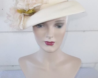 30s 40s Vintage White Tilt Hat with White and Pink Flowers L.S. Ayres Indianapolis