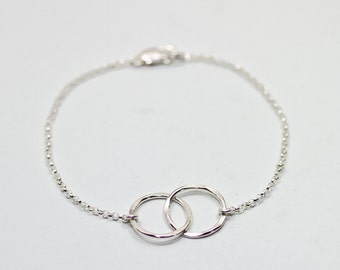 Mother child bracelet - mother daughter jewelry - 2 interlocking circle bracelet - sterling silver bracelet - gifts for mom jewelry