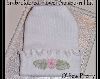 newborn hospital hat, newborn hat baby, Infant hospital hat girl, Ruffled edge Baby hat with flower, baby hat with flower accent, baby hat