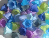 20 Acrylic Flower Beads Trumpet Petunia Flowers By the Sea Mix