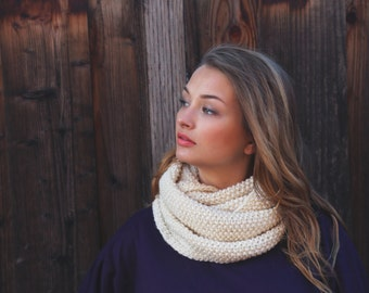 White Knit Infinity Scarf . Chunky Knit Infinity Scarf . Cowl Knit Scarf . Cream Knit Scarf . Infinity Scarf . Fall Scarf