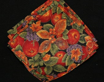 Napkins, cloth, apples, grapes