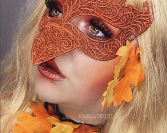 Copper brown robin lace bird mask raven
