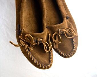 Vintage Minnetonka Beaded Thunderbird Vintage Moccasin Shoes - Women's Size 9