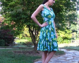 Vintage Summer Dress in Hawaiian Green Floral Print - size Small - Tea length, Scoop neck, Sleeveless, Full skirt