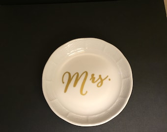 Mrs. Jewelry Dish | Bride | Ring | Earring | Wedding | Bridal Shower Gift | Love | Bridesmaid | Gold | White | engagement | Plate Bowl