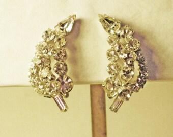 Vintage D&E Juliana Clear Rhinestone Clip Earrings  (E-2-1)