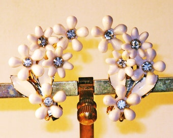 Vintage White Thermoset and Rhinestone Floral Clip Earrings (E-1-6)