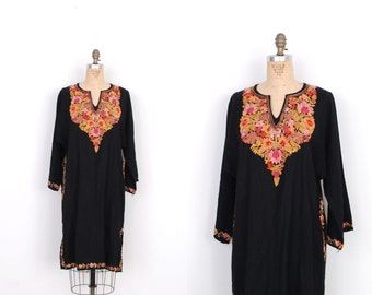 Vintage 1970s Dress / 70s Floral Embroidered Wool Tunic Dress / Black (S M L)