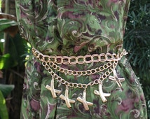 Gold Tone Kisses Chain Belt
