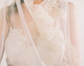 Kate, Gold Lace Veil,Lace Veil, Gold Lace Wedding Veil, Bridal Lace Veil, Lace Edge Veil, Ivory Veil, Scalloped Lace Veil, Long Veil