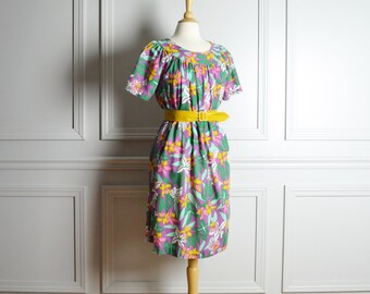 Dress Day / Bright Tropical Floral Print Cotton / Knee Length Mumu / Resort Granny Mod / 60s Vintage / Medium M Large L