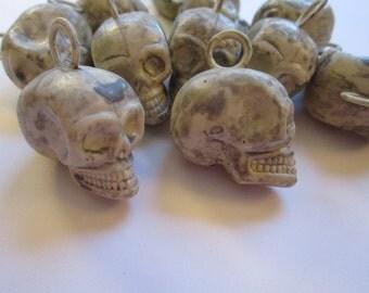 10 plastic SKULLS - miniature skulls - 1 inch