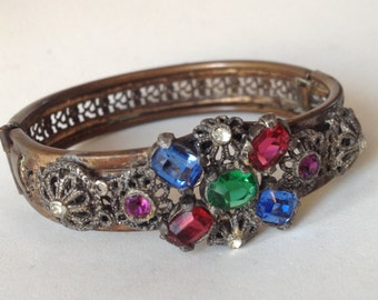 Czech Filigree and Glass Brass Hinged Bangle Bracelet – 1940s Costume Jewelry