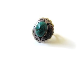 Vintage Sterling Silver Ring With Malachite c.1970s