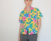 Vintage 80's button down, yellow, tropical, Hawaiian, floral, Hibiscus, casual, lightweight, 50/50 poly cotton, Cheryl Tiegs brand - Medium
