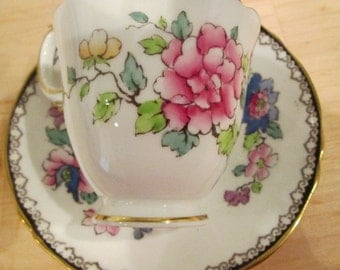 Vintage Crown Staffordshire England Fine Bone China Tea Cup and Saucer Set - A15322 - Floral Vintage