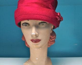 vintage 1960s red hat - SUMAC red velour pillbox hat