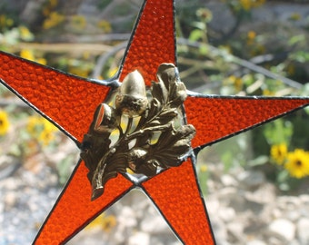 Oak Hills- 9.5 inch stained glass star with oak leaves and acorns center