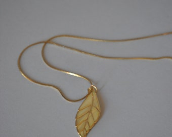 Vintage Abalone Necklace 70s Leaf Iridescent Delicate Pendant Necklace