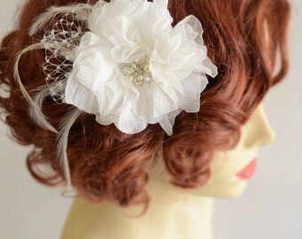 Bridal Light Ivory Hair Flower,Hair flower Fascinator with Feathers,Vintage bridal Hair Flower with pearls and rhinestones,French netting